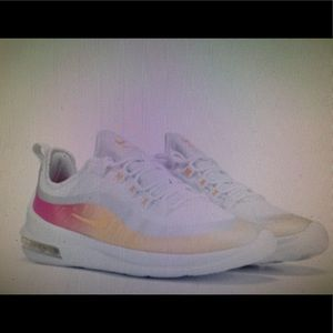 WOMENS NIKE AIR MAX AXIS SNEAKERS SIZE 8.5. NEW!